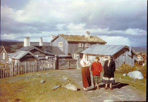 Synnøve Jost, Jorun Falkenhaug og Annie Balchen ca 1952