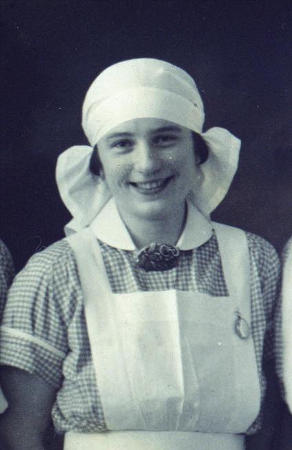 Annie Balchen utdanna jordmor i 1928