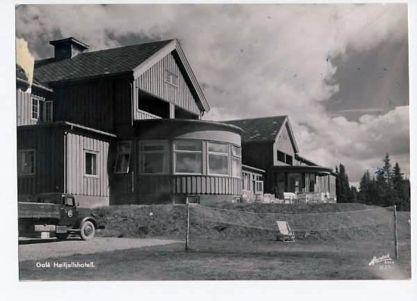 https://fronhistorielag.files.wordpress.com/2013/05/golaa-hoeifjellshotell-1956.jpg