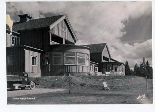 https://fronhistorielag.files.wordpress.com/2013/05/golaa-hoeifjellshotell-1956.jpg