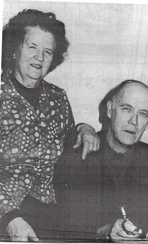 Per og Gunhilda fotografert i samband med at Per avslutta karrieren på Stortinget. Dei ser fram til ei rolegare tid. Kanskje til og med litt ferie?