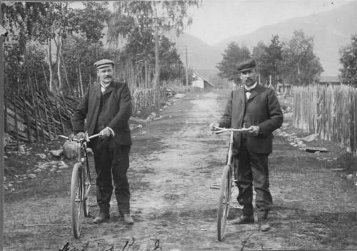 Gustav Amundsen Nustad (1871-1951) med kamerat