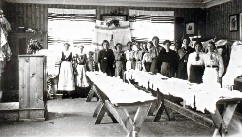 Handarbeidsutstilling rundt 1920, Hundorp