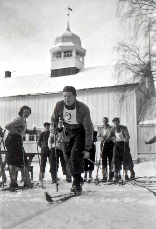 Kampen om skulepokalen  Gudbrandsdal folkehøgskule- på1950-talet