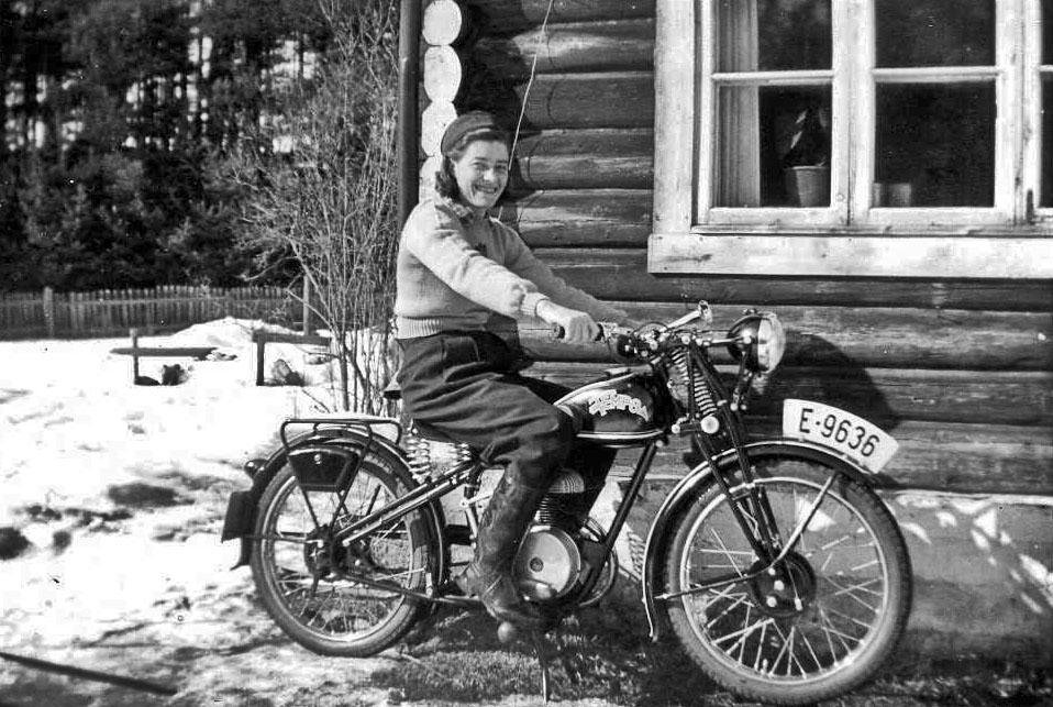 Singel kvinne motorsykkel