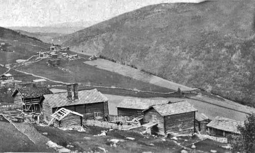 Heilt oppe i Krok, der britane hadde skyestillingar, fekk stallen ein tysk granat gjennom veggen.