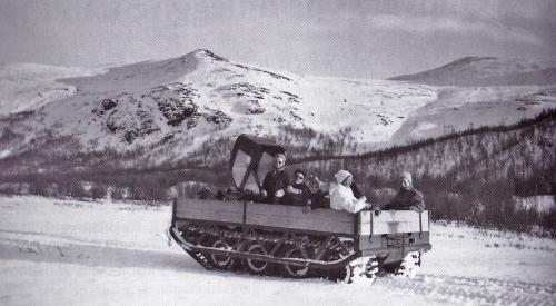 Utflukt med kraftanleggets beltebil, en canadisk Bombardier Muskeg, vinteren 1956