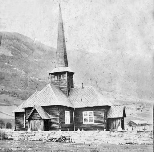 Den nye kyrkja trakk sentrum mot lausmassane.Bilde frå Forbrigd/Vegar Skar