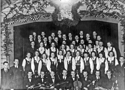 img075-sor-fron-sangkor-og-hundorp-orkester-grieg-kvelden-26-27-desember-1943